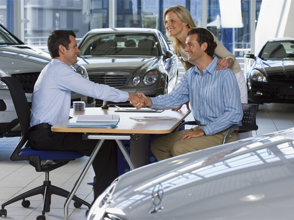 How Auto Dealer Software Helps Small to Mid-Sized Businesses